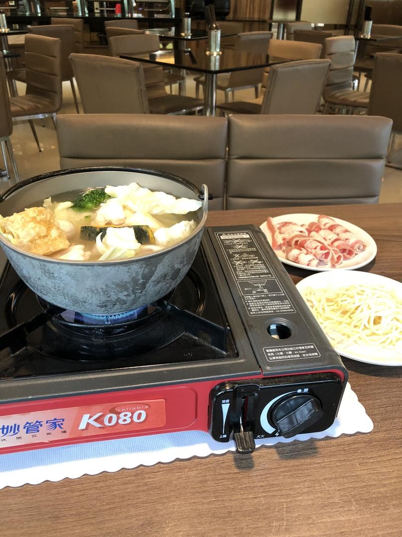 オプショナルツアーの待ち時間に利用しました。多分、台湾の普通の鍋です。