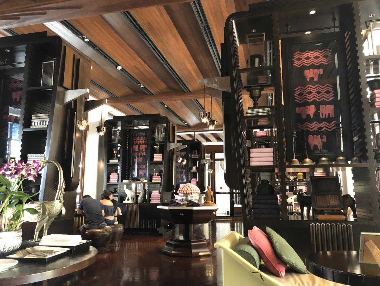 ホテルの雰囲気も良く、アフタヌーンティはかなりのボリュームです。味はどれも美味しい。 スコーンは出来たてで温かく癒されました。
