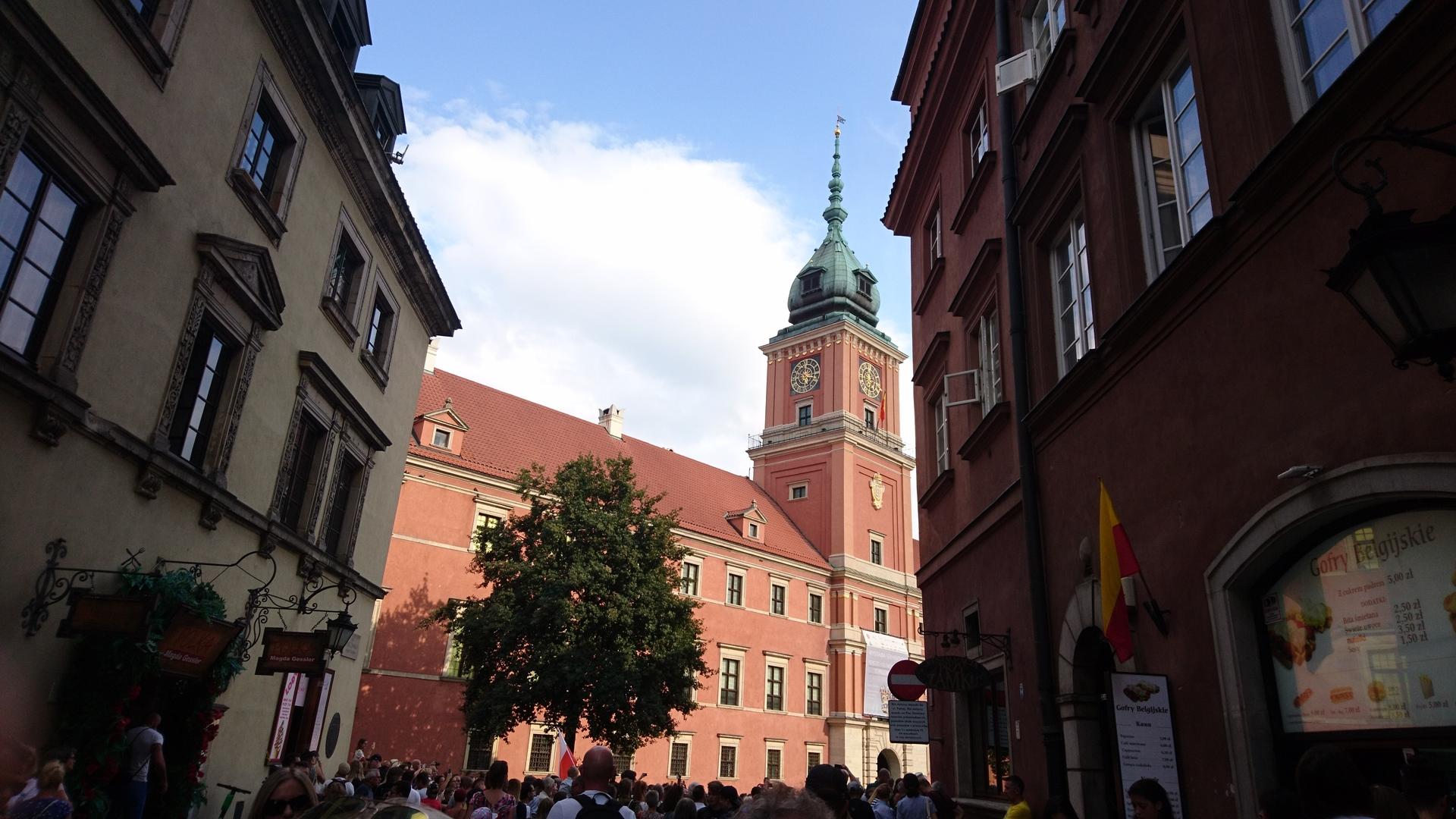 ワルシャワ蜂起の記念日に、このツアーを偶然申し込みました。  わかりやすい説明で、旧市街等を案内していただきました。  とても素敵な街でした。