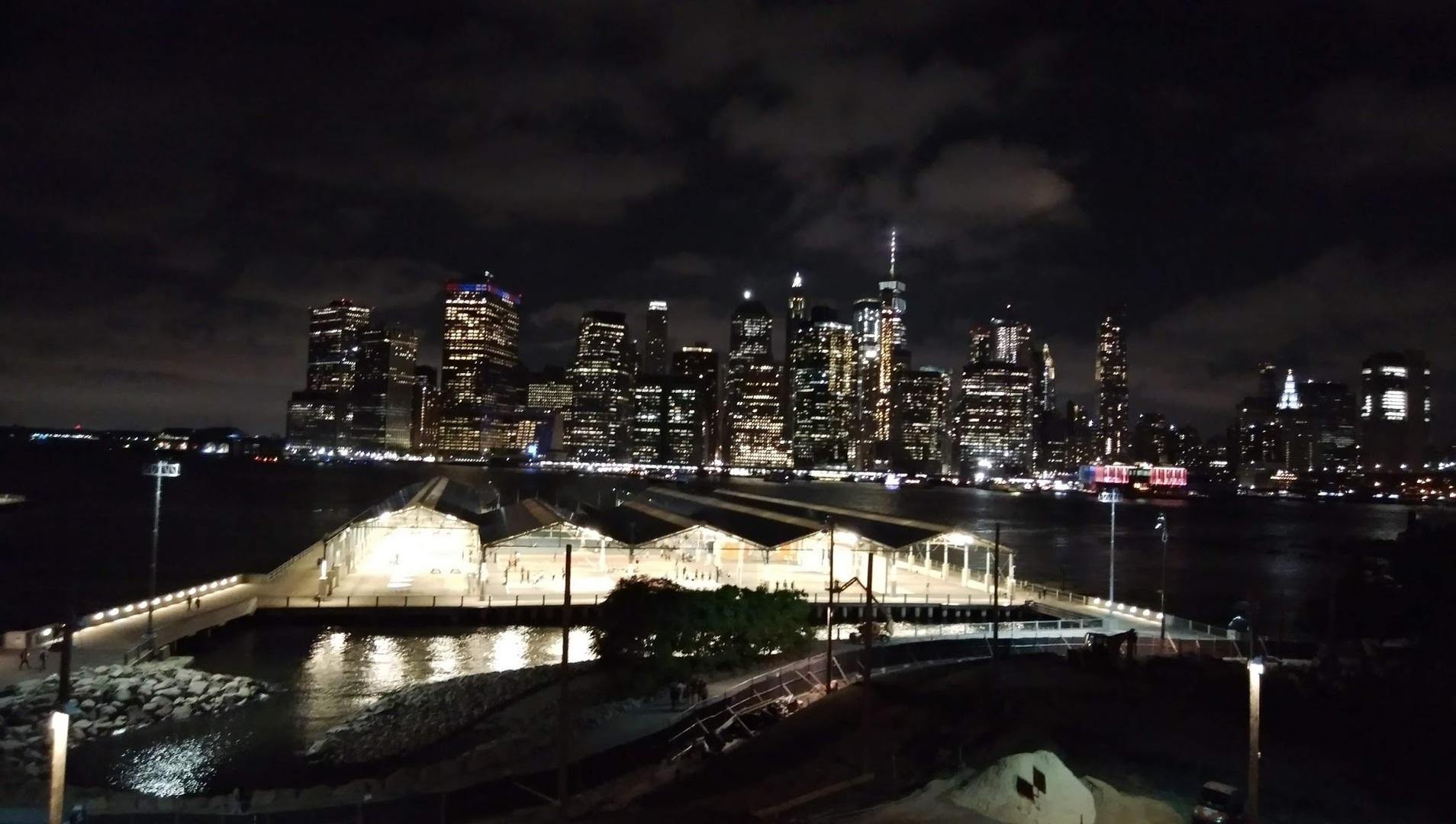 ブルックリン側からマンハッタンを見たくてこのツアーに参加しました。映画やドラマに出てくるような綺麗な夜景をみることができました。