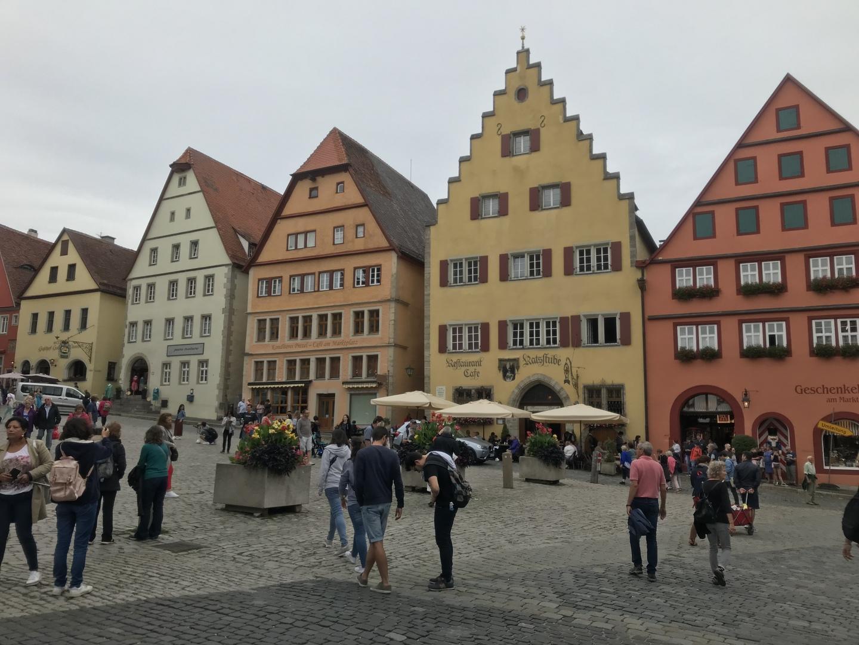 今回は個人旅行ということもあり、鉄道メインの旅だったので、このようにミュンヘンからフランクフルトまで連れて行ってくれるツアーは最高に助かりました。またローテンブルクには必ず行きたかったため、一石二鳥でした。そしてガイドの方の案内や対応も素晴らしく、本来行くことが難しい場所にも行けることができ、非常に大満足でした。また次回も機会があれば必ずお世話になりたいと思います。