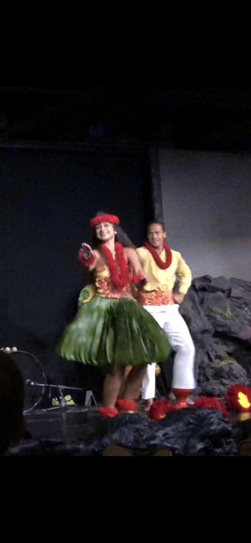 ポリネシア各地の民族衣装、踊りなど文化の紹介や激しいファイヤーダンスからフラまで迫力ありとても楽しかったです ダンサーも気さくで終わってから気軽に写真撮影に応じてくれました 食事の会場の入り口がわかりにくい
