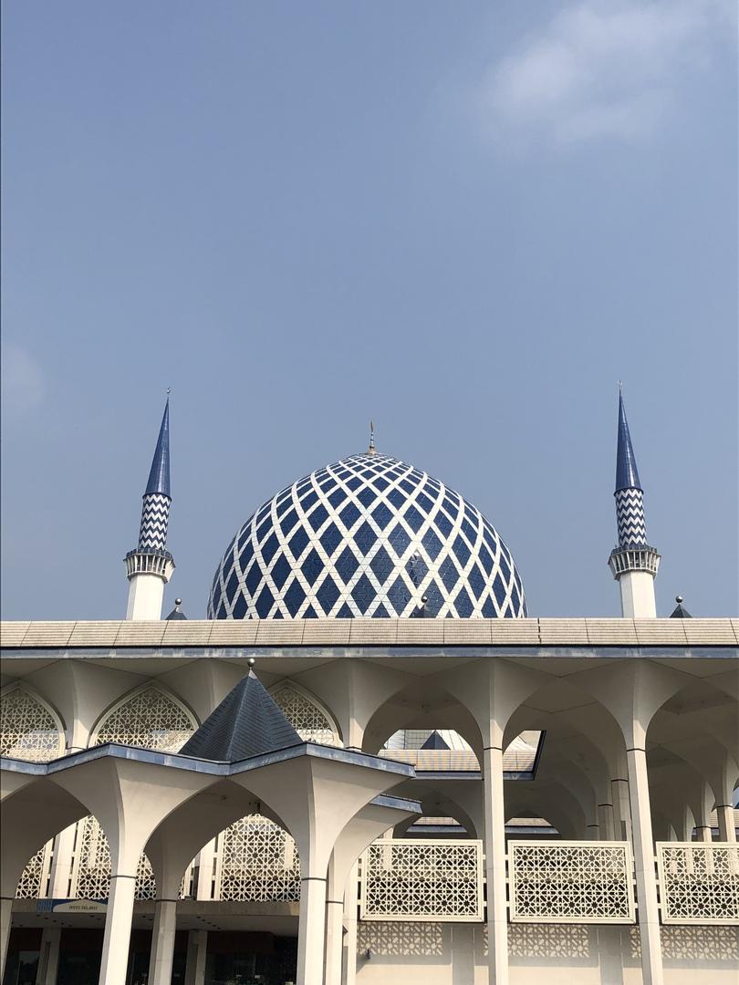 今回のピンクモスクとブルーモスクは圧巻だった。一方で当日モスク内を案内してくれた現地のガイドのナビゲーションは悪く、奥さんの所在が暫く分からない事態が発生した。