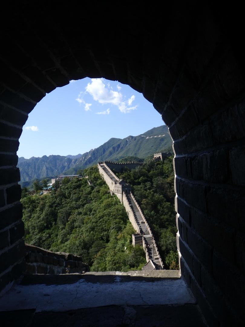 初めての北京。空港からのタクシーは長い列。そんな中お迎えにきていただき、スムーズに長城へ。ゆっくり見学した後、ホテルへ移動し丁寧にチェックインのお手伝いをしてくださいました。途中、北京の観光についていろいろ教えていただき、安心してその後を過ごせました。ありがとうございました。