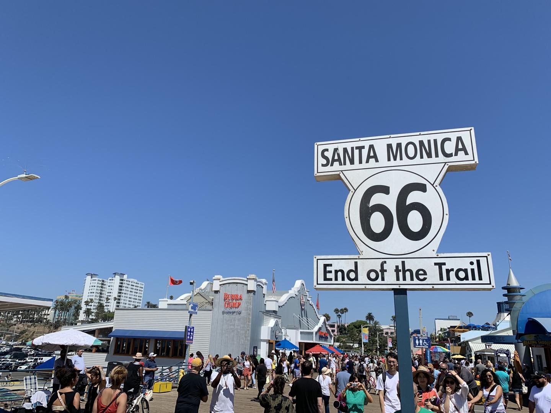 初めてのロサンゼルスでバスや電車の乗り方も不安があり、ツアーに参加しました!半日でサンタモニカやハリウッド、グリフィス天文台をはじめ主要な観光地を回ることが出来てとても良かったです!バスの中では街の説明をしてくれてよりロサンゼルスを楽しむことが出来ました!!!