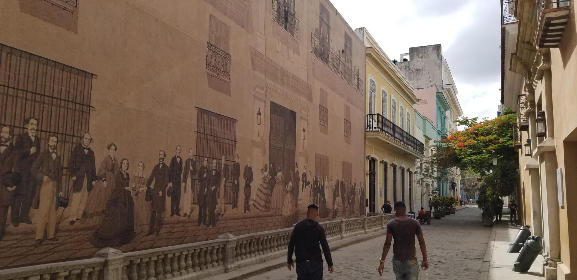 キューバということでひとりで街を回るのも少し心配だったので、申し込みしました。ラッキーなことにガイドさん一人占めでしたので、自分のペースにあわせてガイドしてもらえました! 旧市街をウォーキングで一回りして、クラッシックカーで少し遠いところをぐるっと一回りして、短時間ながらもハバナを楽しめました。説明も丁寧で分かりやすかったです。 ※レストランも好みにあわせて紹介していただけ、安心して過ごせました。ガイドさん、ありがとうございました。