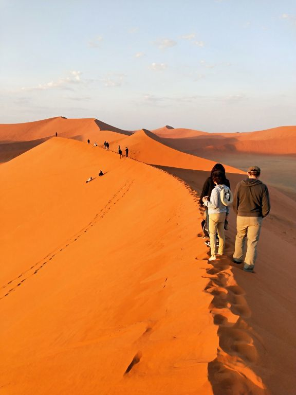憧れのナミビ砂漠素晴らしかったです。朝日のdune45もビッグダディもデッドフレイも満喫出来ました。テントも快適でした。同じツアーの方とも親しくなりました。