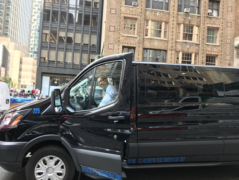 JFKで自動入国審査端末の操作に手間取り、連絡は入れたものの大変お待たせしましたがにこやかに出迎えて下さいました。国連総会と重なり渋滞に拍車がかかっている中、ガイドして頂いたり滞在中の注意点を伺ったりしながら快適に到着できて嬉しかったです。