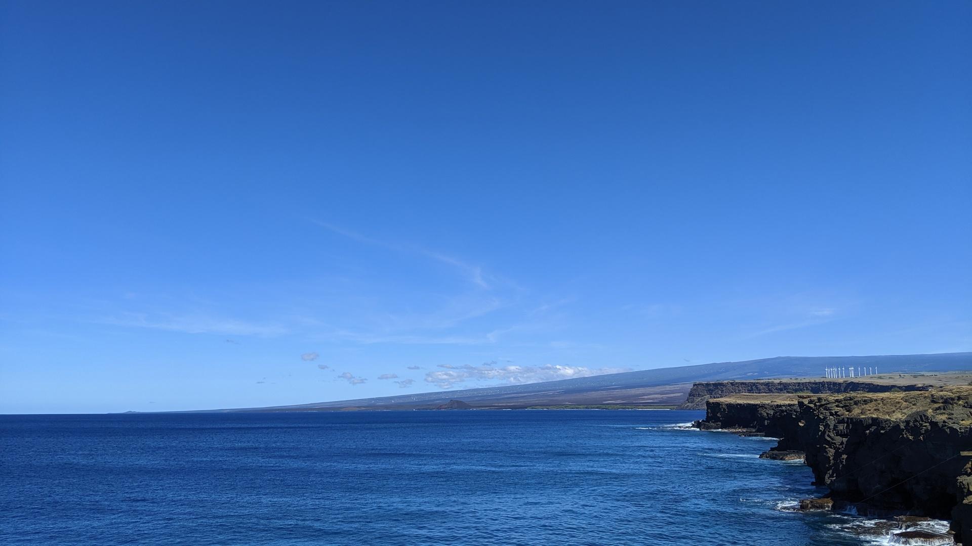 ハワイ島ほぼ一周400km、オススメスポットを1日で巡るお値段以上の大満足ツアー。  レンタカーでの観光も検討していましたが、初めてのハワイ島観光に老舗太公望さんのガイド付きを選んで大正解でした!  ハワイにワイキキのようなにぎやかさより、眼前に広がる雄大な自然を期待する人は断然参加の価値アリです。