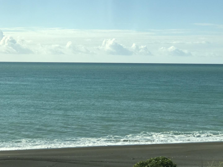 右側の座席にしてもらいましたが、左側も素晴らしい😳 NZの海と山を満喫しました‼️