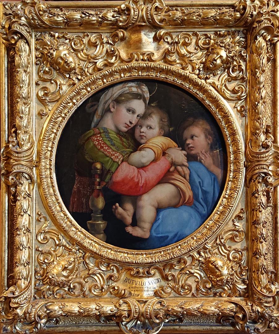 パラティーナ美術館は、フィレンツェの美術館の中でもお勧めです。 重厚な外装・内装のピッティ宮殿内にある美術館で、期待以上の満足感を味わいました。 特にラファエロの数点の絵が感激。