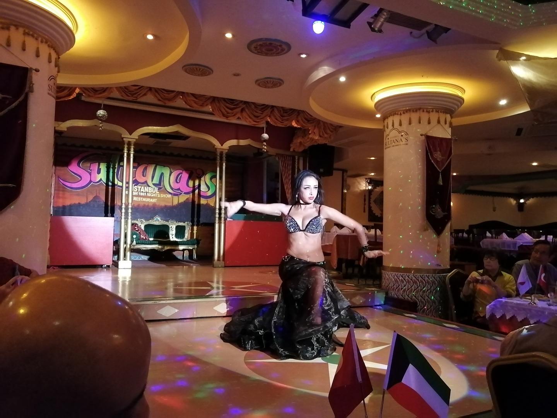 ダンサーさんたちとお客さんとの距離が近く、一緒に盛り上がれる雰囲気でした