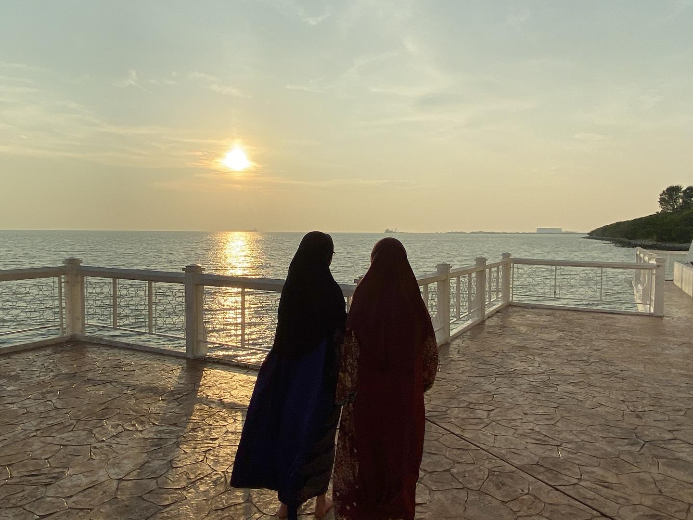 マラッカの夕日を観たくて参加しました。 町の観光自体はもっと時間があればもっと色々観る所があったんだろうけど、自由行動時間も少しだけどあったし良かったです。 ご飯も美味しかったです。 2組だったせいか時間があったので海辺のモスクの中にも入ることができて嬉しかったです。 夕陽は雲があったのでそこそこでしたがこればっかりはしょうがないですね〜。