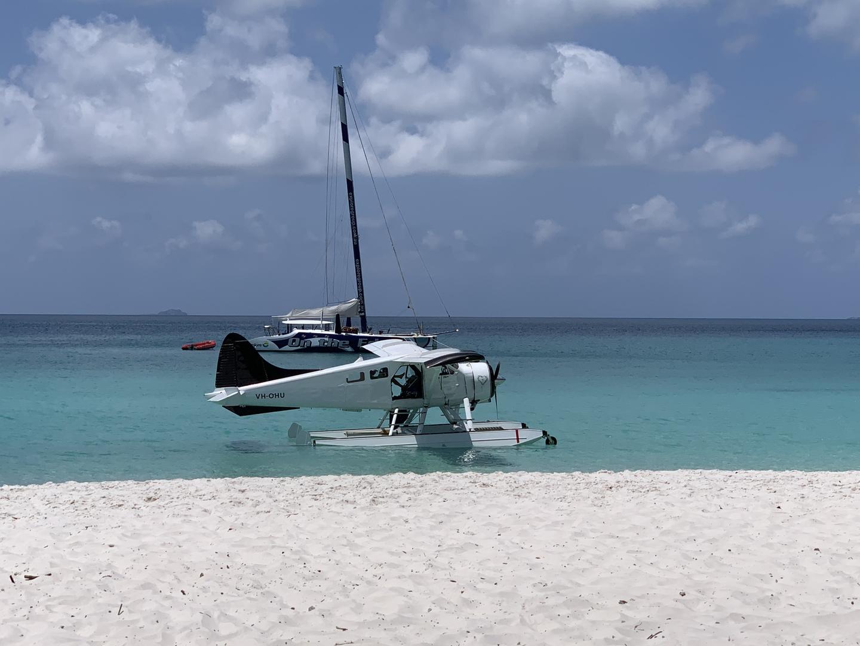 まず、水上飛行機がカッコイイので、テンションが上がります。 ホワイトヘブンビーチ、グレートバリアリーフ共に素晴らしい風景で感動いたしました。 お勧めのツアーです。
