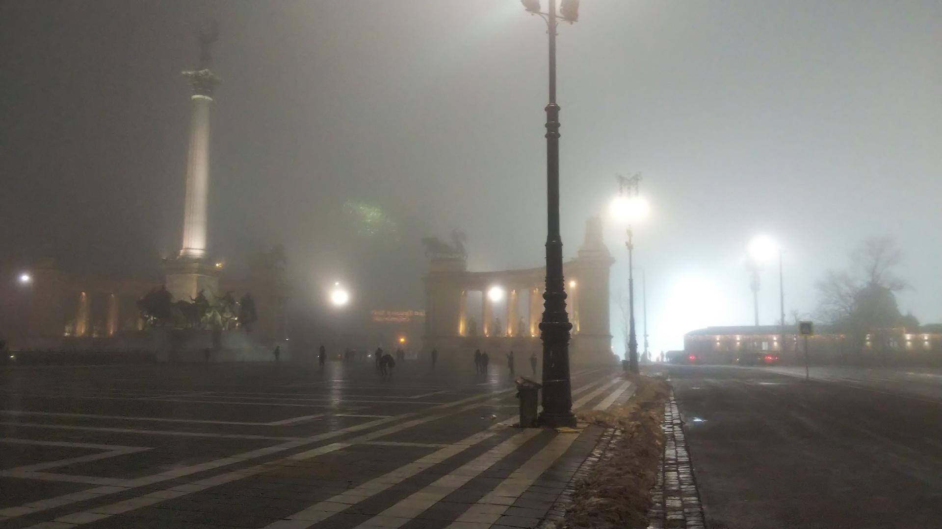 ドナウ川のナイトクルーズが濃霧で中止になってしまったんです。  〇よかったところ  現地のガイドさんががんばってくれて、  ブダペストの街のみどころをドライブしながら案内してくれた  ところは、満喫できました。  セーチェニ温泉に行ってみたい、と言ったら  連れて行ってくれましたし、  濃霧のなか花火が上がるのをみる  という貴重な経験もできました。  我々では行くのが難しそうな飲み屋街についても  車で案内していただけました。   この時期はクリスマスマーケットの飾りも多く  あと、ごはんもおいしかったです。  〇改善してほしいところ  天候の都合なのでしょうがないのですが  クルーズ中止となった場合の取り扱いについて  明記してほしかったです。  天候不順により欠航となる率などの表示もあると  助かります。   また、レストランでビールを注文した際に  別料金なのはわかっていましたが、  590フォリントと記載されていたところ1000フォリント  請求されたように思います。  おいしかったのでよいですが。   再度、クルーズのリベンジしたいです。
