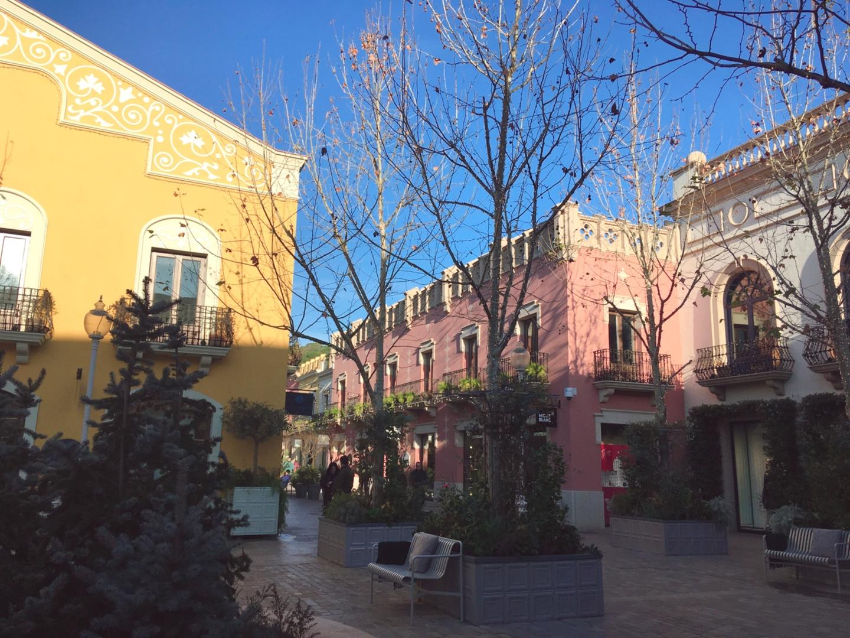 初のラロカビレッジでしたが、 バスも快適で、お店もたくさんあって とても楽しめました。 バルセロナに行くときに、 行きたい場所のひとつになりました。