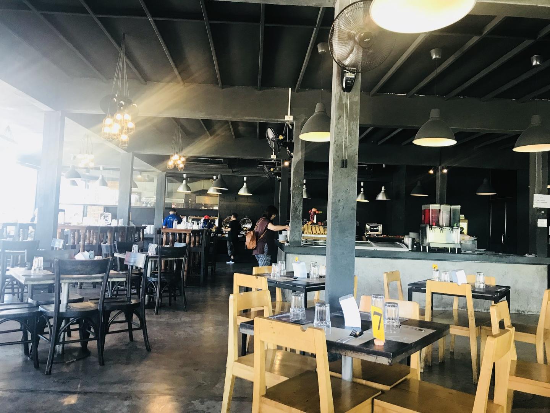 リーズナブルに島内観光できました。時間は、8:00〜15:00で、帰りはホテルの近くの施設で降ろしてもらいました。3組おり、ホテルが離れていたので、ピックアップで1時間(往復2時間)かかりました。そのためか、お土産店は寄りませんでした。アロマ雑貨店は、Instagramによく出ているお店でした。昼食はシャロン寺院からすぐのバイキングのお店で、寿司やアイスもありました。ビールは別料金でした。  ガイドさんは、写真をよく撮ってくれました。説明はあっさりしていて、車内ではほとんど携帯でSNSなどをしていました。  オールドタウンも車窓でいいので見れたら良かったなと思いますが、南の方を最低限回れたので良かったです。