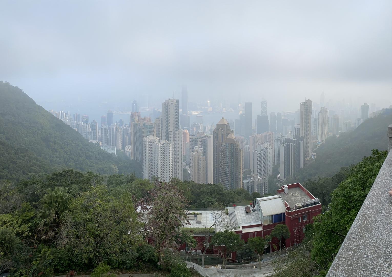 ガイドさんの説明と香港の朝の景色はとてもよかったです。食事も値段の割には美味しかったです。