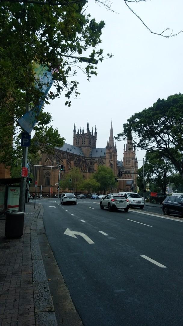 シドニーの街をささっと堪能したい方にお勧め 日本人ガイドの方による街の説明で歴史も学べるし、有名どころを何か所か回れるのがグッドです。 そこそこハイペースなので、マイペースな方、ゆっくりと見たい方にはお勧めしません。