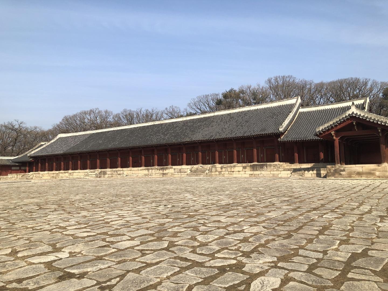 今回、時期的にも私達夫婦のみのツアーでしたので、 ガイドさんや運転手さんを独り占め出来ました。 韓国の歴史や風習など普段では知り得ない話を沢山聞くことが出来ました。 また日本語での会話も安心感が増して初めての韓国旅行でしたが楽しく過ごす事が出来ました。