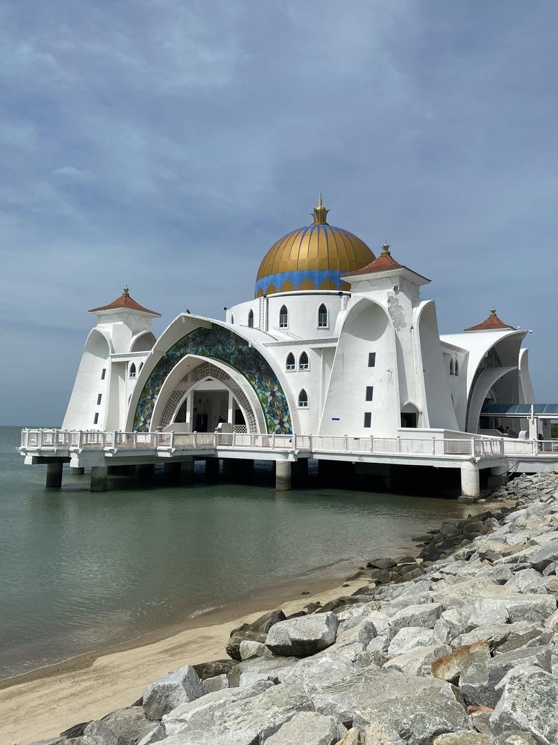 中学生の娘との二人旅、マレーシアで歴史も感じられると思い参加させて頂きました。 ガイドさんの説明も大変素晴らしく、歴史を理解できて良かったです。 海辺のモスクにも立ち寄って頂き、素晴らしい思い出になりました。