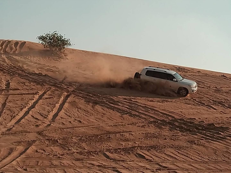 砂漠でのドライブは思ったほど過激ではなく、普通の健常者であれば安心して参加できます。その後のラクダライド、夕日撮影、バーベキュー食事、水タバコ、貸し衣装の撮影、ベリーダンス&ファイヤーダンスと盛り沢山で、コスパも最高でした。参加してよかったです!
