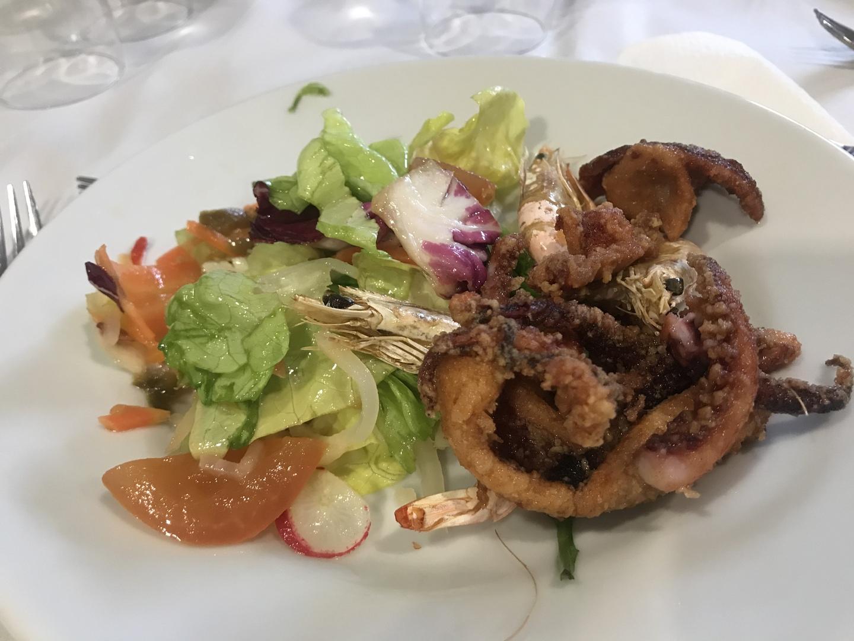 ・ポンペイの案内はとても良い。 ・ご飯は最初のサラダだけまずいが海鮮が入ったトマトのパスタはとても美味しかった