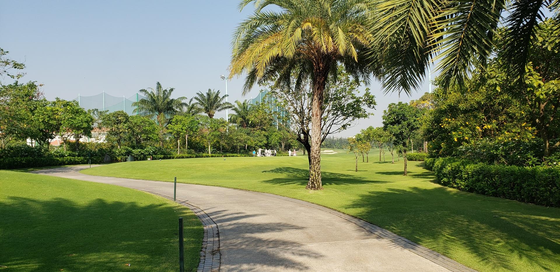 素晴らしいゴルフ場ですね(^^) 攻め方も色々有り、特にグリー周りは ベトナムに来た際は是非行って下さい