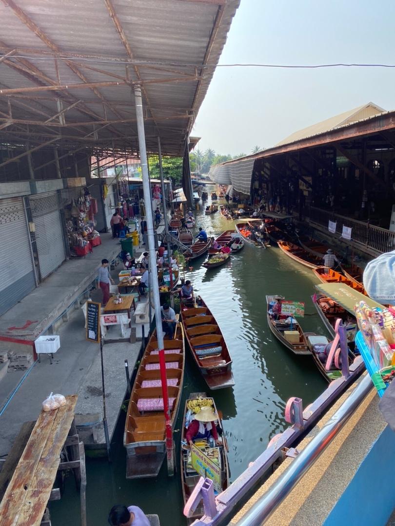 初めてタイに行きました。 効率よく観光ができると思い、このツアーに参加しました。タイ人のガイドさんは日本語が上手く、親切でした。 1日で多くの場所を巡る方ができ、大変満足なツアーでした。 参加してよかったと思ってます。