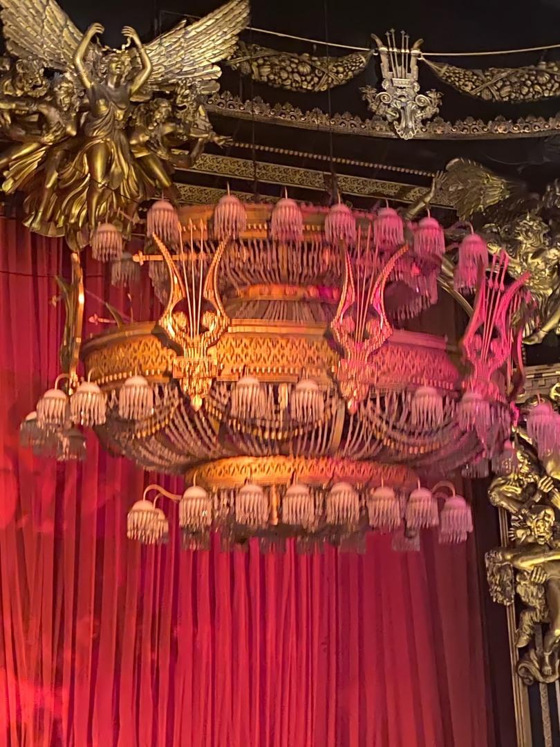 日本で一度だけ観たことのあるオペラ座の怪人。本場で観たファントムは、歌が上手いだけでなく、カッコいい!また、それを賞賛する客席の盛上りがスゴかったですよ❤️
