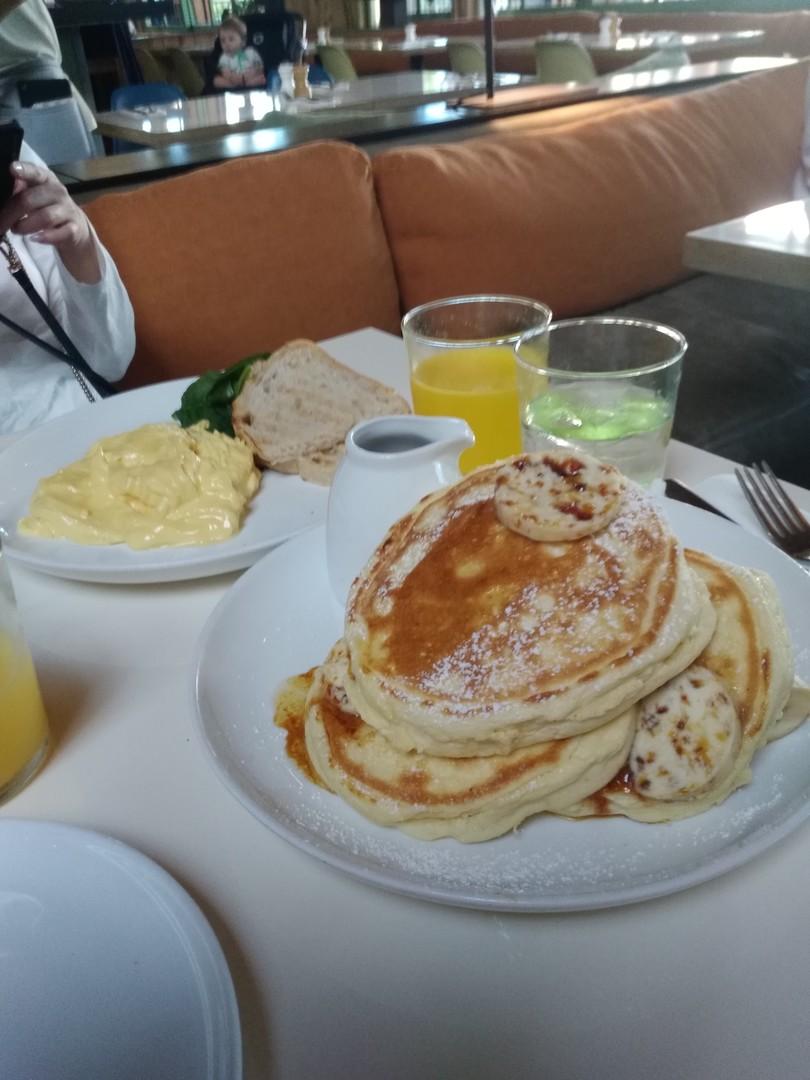 予約していくと時間のムダなく楽しめてよかったです。もちろん最高の朝食でした。