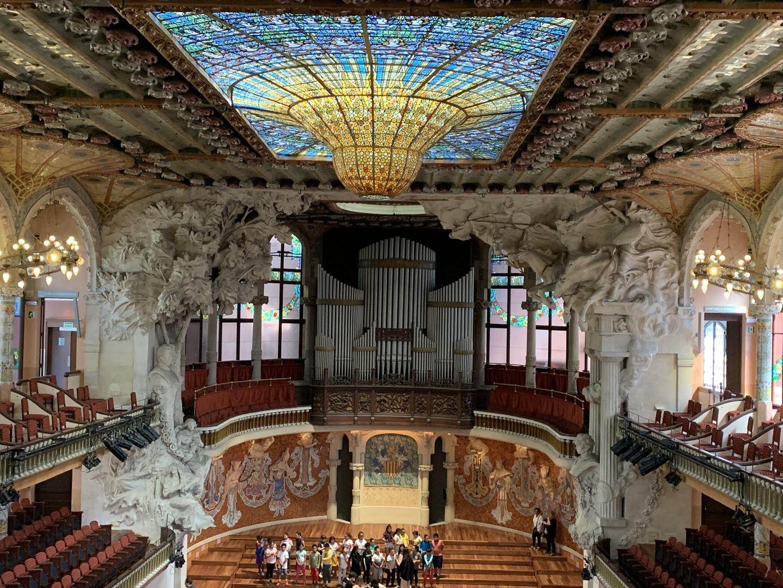 建築物の内部を見ていただきたい。私は2回バルセロナは行っていますが、有名な外観も良いですが、内部が素晴らしい建築物もいっぱいあります。サグラナダファミリアも13時頃は内部はステンドグラスが素敵です。あと、私のおすすめはカタルーニャ音楽堂です。是非、御検討ください。