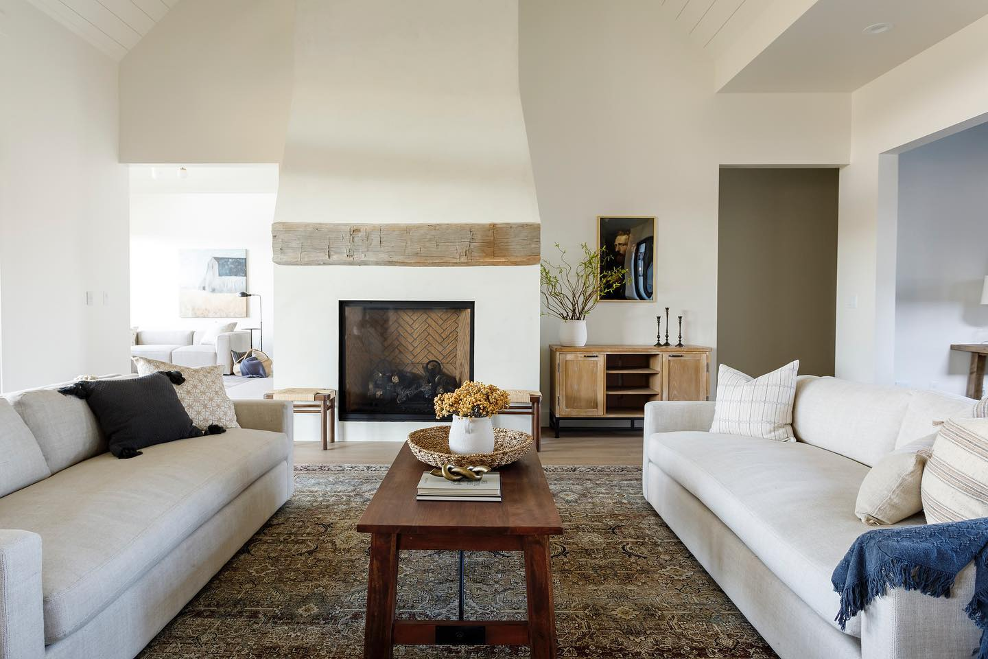 Open Space - Rustic Living Room Ideas