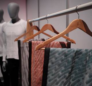 Part of my MIT knitting research, Active Patterned Scarves 🧣 , was exhibited at SIGGRAPH 2019 in LA in a collaboration between selfassemblylab MIT and ministryofsupply this past summer 👕⚙️🔥 . The scarves were made on an industrial flat bed knitting mach...