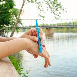 Where's your chill spot? 💨☀️ #relaxation #vape #vapelife #thekindpen #slim #wax #blue #waxpen #portable #planetelements #chill  Product shown: Slim wax