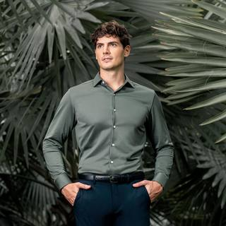 Did you know? Apollo was the first product we ever made - it's gone through six iterations since then, but it's still 19x more breathable than traditional shirting, meaning it'll keep you cool (and looking fresh) no matter the weather. . . . . #apollo #pol...