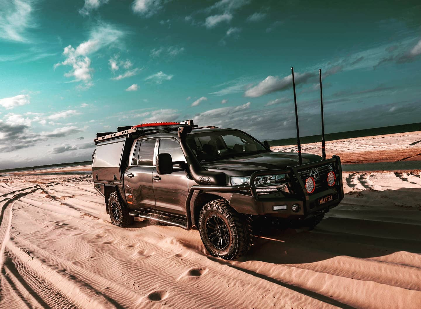 Happy Friday TEAM!! 🤘🤘🤘 Keen to get this big rig back on the sand, beach trips are definitely my favourite. 👌👌 Have a great weekend . . . . . . . . #rohvapour #roh #rohwheels #landcruiser200 #landcruiser200series #200series #200serieslandcruiser #4x4australia #4x4au #landcruiser #landcruiseraustralia #v8 #v8cruiser #v8diesel #4wdaction #4wd247rigs #4wd247