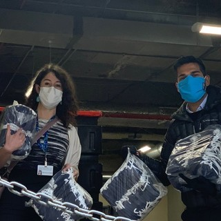 This past Friday, our Harvard Vanguard Kenmore office received a generous donation of 1,200 3D-printed cloth masks from ministryofsupply. Thank you to Gihan Amarasiriwardena, president & co-founder of Ministry of Supply, pictured here with Sonja Rivera, At...